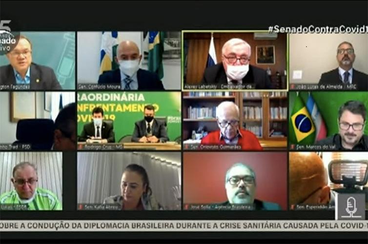 Senadores e convidados em reunião remota da Comissão Temporária da Covid-19, nesta segunda.